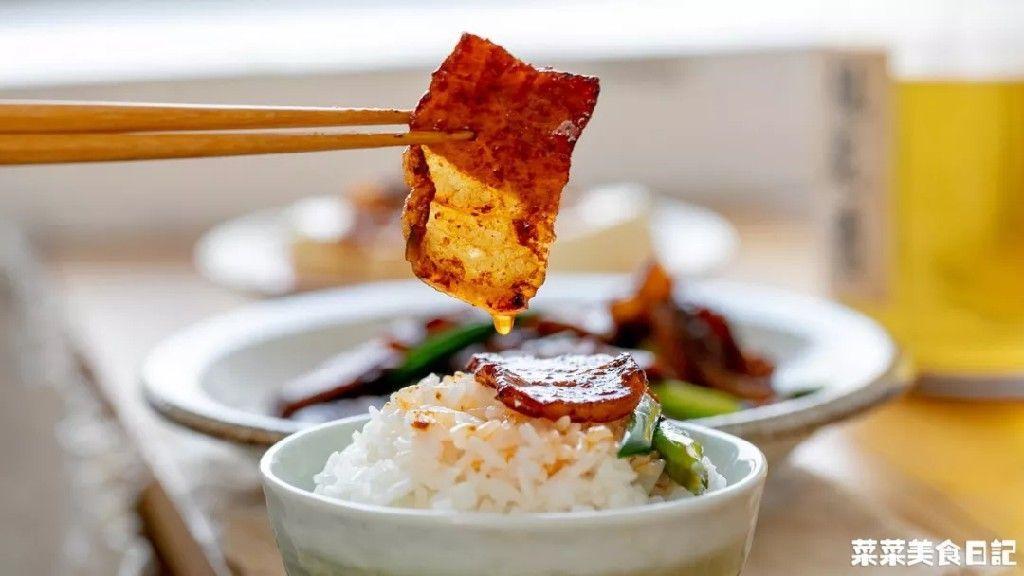 这道菜小小一片肉,能下三勺米饭!看一眼就馋哭你!
