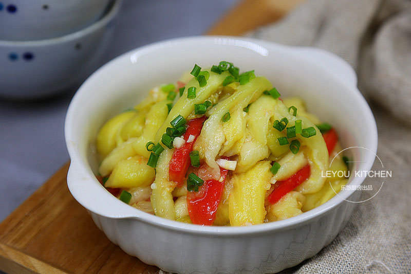 夏天凉菜最受欢迎,茄子的3种凉拌做法,清爽开胃,一人吃一大盘