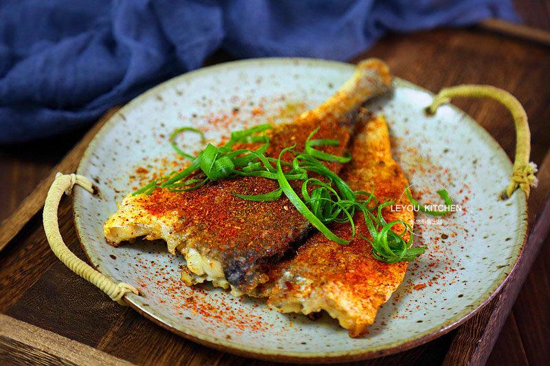 有个平底锅,就能在家吃烤鱼,外焦里嫩,和烧烤摊上的一样好吃