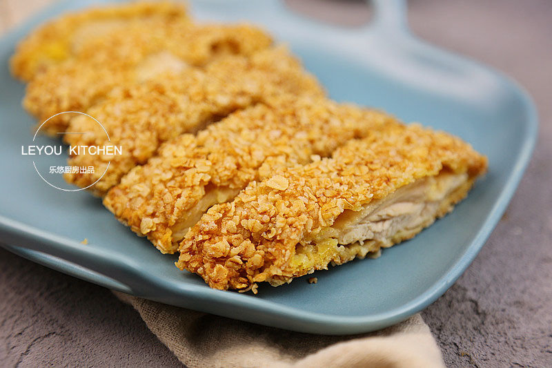 炸鸡排,没用面包糠,用了一种特别常见的食材,酥到不行