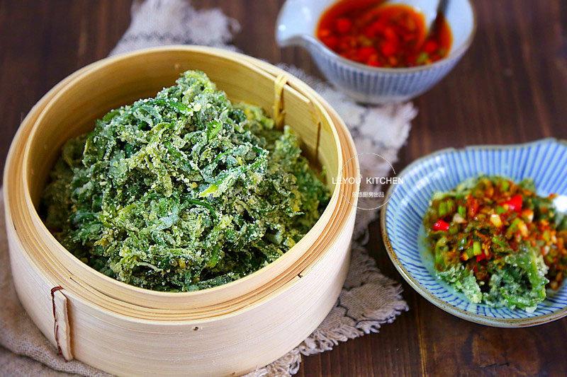 茼蒿叶拌点面粉蒸熟,比炒着吃更香,是菜也是主食,饱腹还不长肉