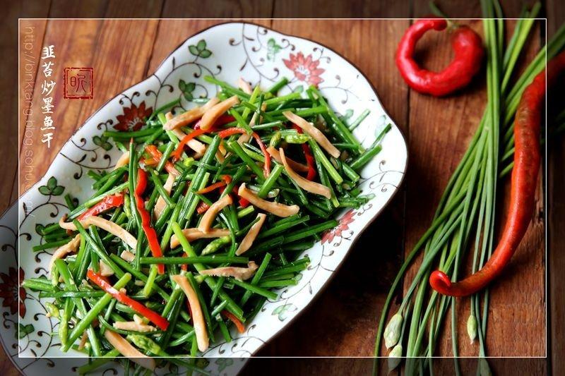 【相聚】韭苔炒墨鱼干:绿色清新滋味菜