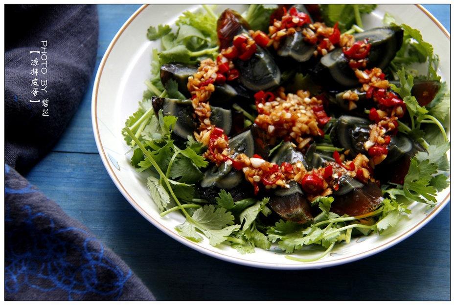 凉拌皮蛋:皮蛋这么吃吧!!最简单快手的家常凉拌菜