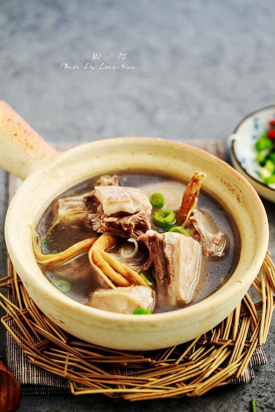 煮羊汤加入它补气血,不油腻不腥膻,冬天喝最滋补