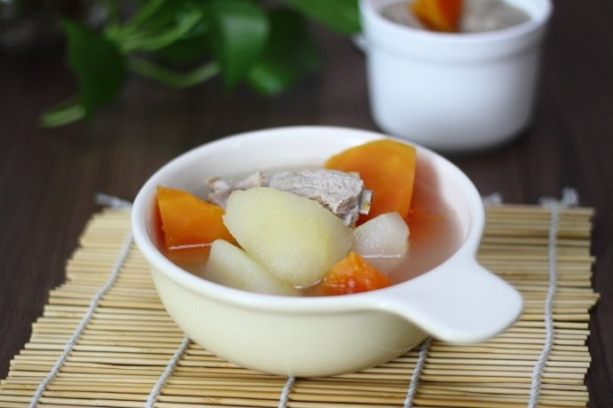 【相聚】木瓜雪梨排骨汤,清热润燥、美容护肤