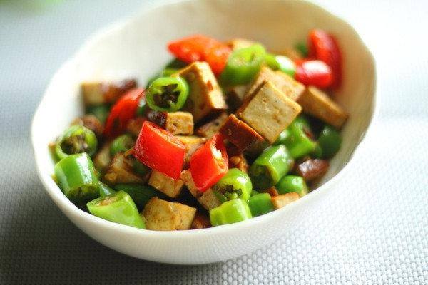 三分钟搞定一份最家常的下饭菜:辣椒炒豆干