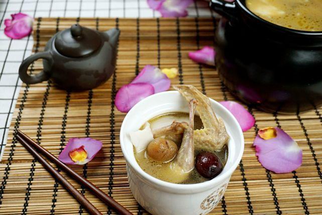 椰香乳鸽汤