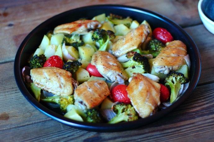 吃腻了奥尔良风味的烤翅,换个口味,荤素搭配,吃起来更健康美味