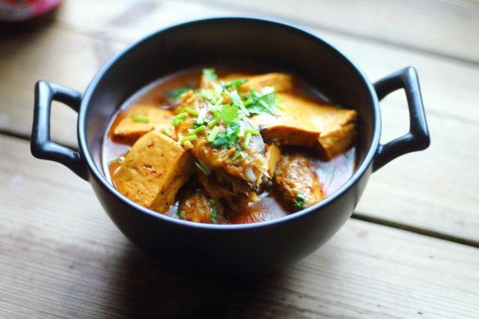 天冷了给家人炖一锅小黄鱼炖豆腐,鱼肉鲜嫩,风味独特,常吃补钙