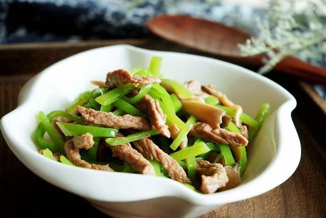 牛肉这样炒真嫩,做法虽简单但味道不平凡,家人连说吃一次不过瘾
