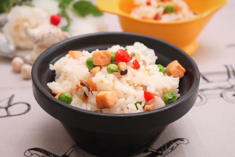 宝宝美味辅食竟然可以如此简单,三文鱼焖饭!