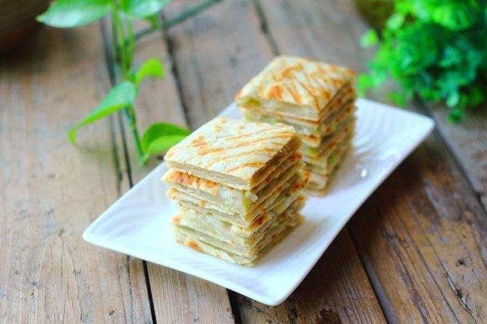 手把手教你烙葱油饼,外焦里嫩,放一天都不硬,吃过就忘不掉!