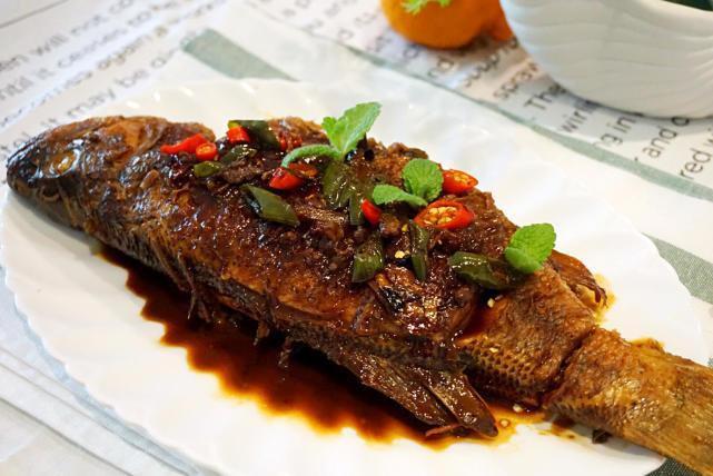 老北京人做鱼的经典方式,加入这勺酱,瞬间增香
