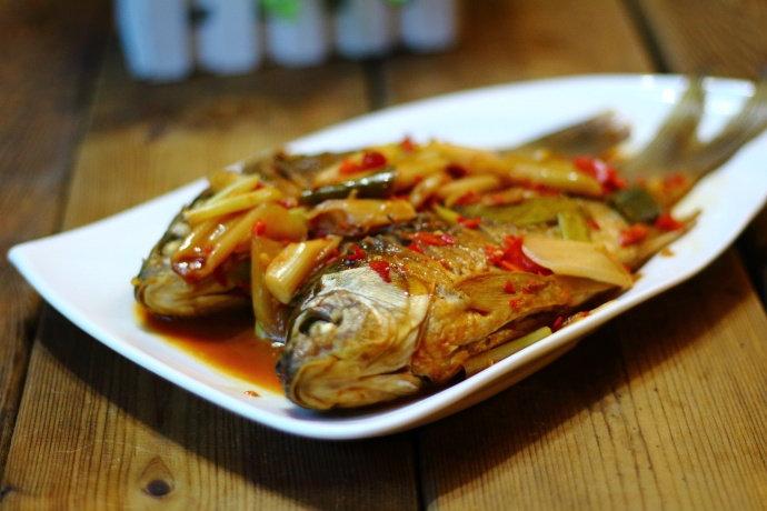 炖鲫鱼,用它做调味料,肉质细腻,味道鲜美,吃起来赞不绝口!