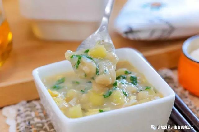 看着阿哲满碗的寻找小土豆,吃得这么开心,还能改善脾胃不适的情况,老妈子心里简直美爆了!- 山药粉疙瘩汤 –