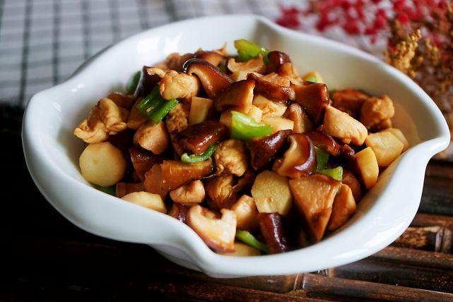 香菇小炒虽家常,但加入这食材,营养翻倍,汤汁更香,多吃两碗饭