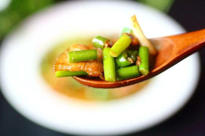 蒜苔上市季,教你用它做道快手下饭菜,有它米饭都要多吃两碗!