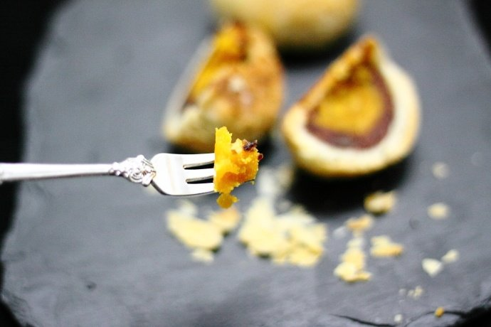 蛋黄酥,当早餐或下午茶,都是非常棒的好选择