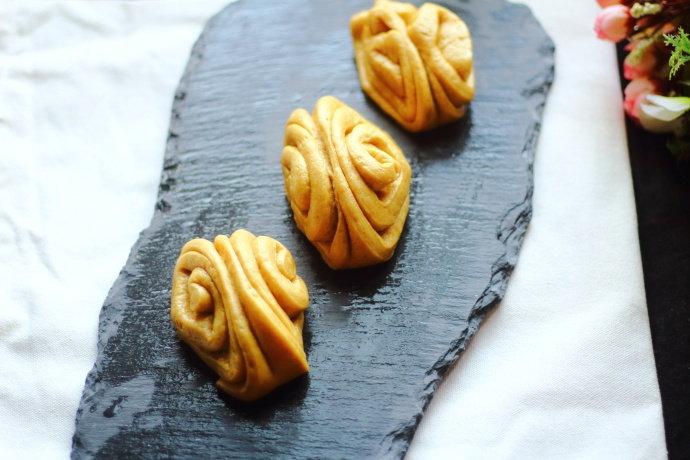 跟我一起做面食,详细步骤教你,分分钟给家人蒸出清香甘甜的花卷
