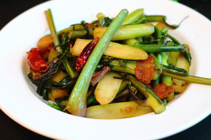 这个季节必吃的家乡菜,饭店炒一盘至少二十块,在家做成本不到一半