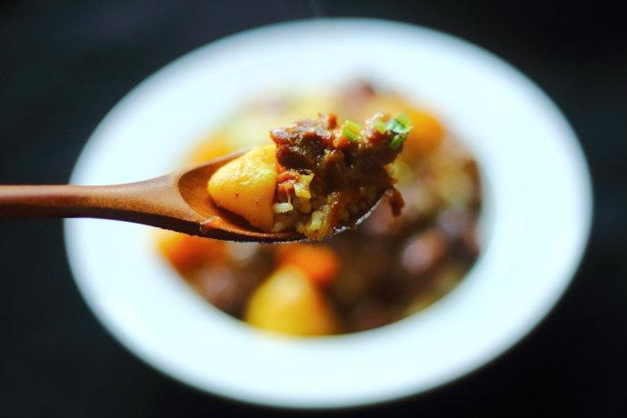 咖喱土豆牛肉盖浇饭