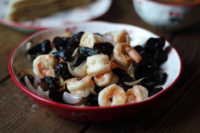 黑木耳炒虾仁,简单易做,好吃不贵,5分钟就学会,孩子吃还补钙
