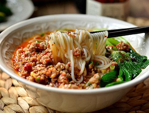 儿童美食食谱推荐:香辣肉酱米线的做法