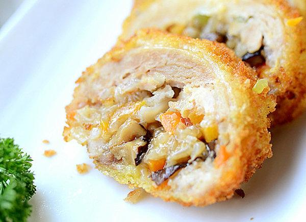 儿童美食食谱推荐:黄金鸡腿卷的做法 一口享不尽的软糯香酥 回味无穷