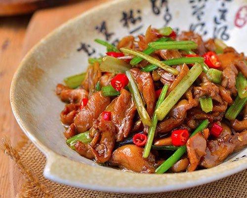 儿童营养午餐食谱推荐:爆炒鸡腿肉的做法 地道的家常小炒