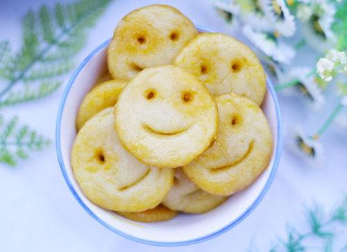 夏季宝宝最爱吃的零食 笑脸土豆饼 香酥软糯 营养美味 造型超可爱