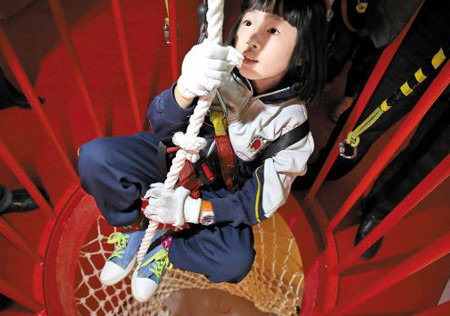 孩子夏令营需要带什么 多大孩子参加逃生自救训练