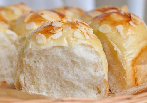 淡奶油杏仁餐包
