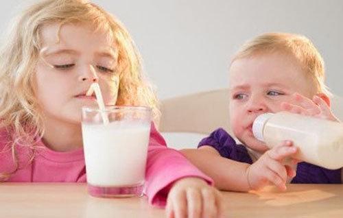 怎样挑选适合宝宝的奶制品?对孩子来说 酸奶 鲜奶 豆奶哪个更有营养