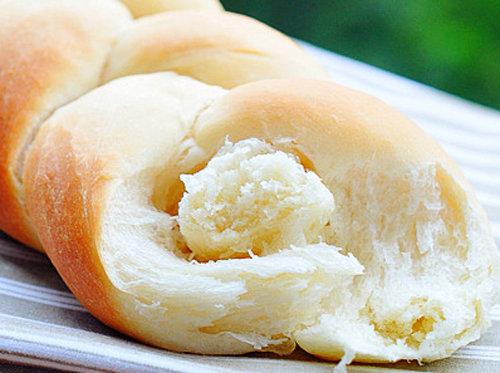 松软香甜 奶香四溢 牛奶辫子面包 简单美味 宝宝最爱吃的烘焙美食