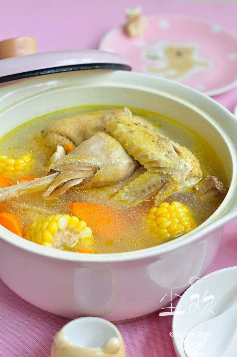 炖鸡汤:整只鸡直接炖还原最原始的味道