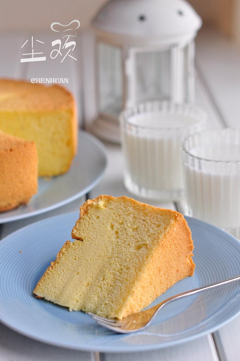 这款蛋糕味道清淡不腻,口感滋润嫩爽,大人孩子都很喜欢吃