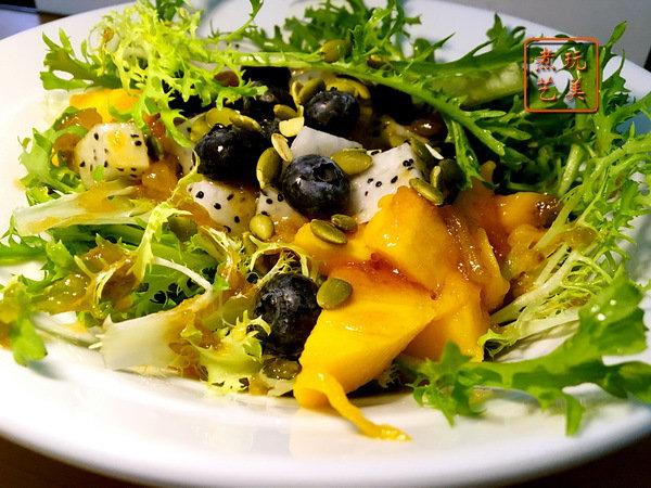 多事之秋最芒,平分秋色的黄芒果泥做沙拉酱按个赞