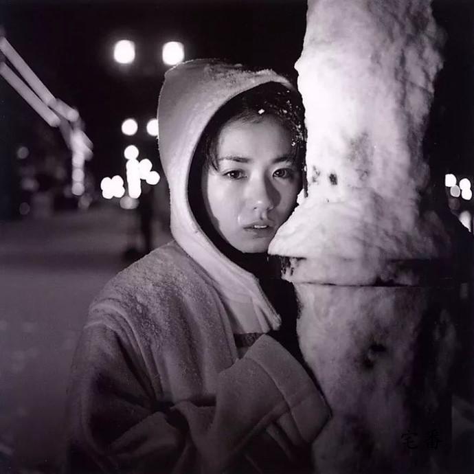 星途坎坷的小岛可奈子写真《隠花な被写体》图片