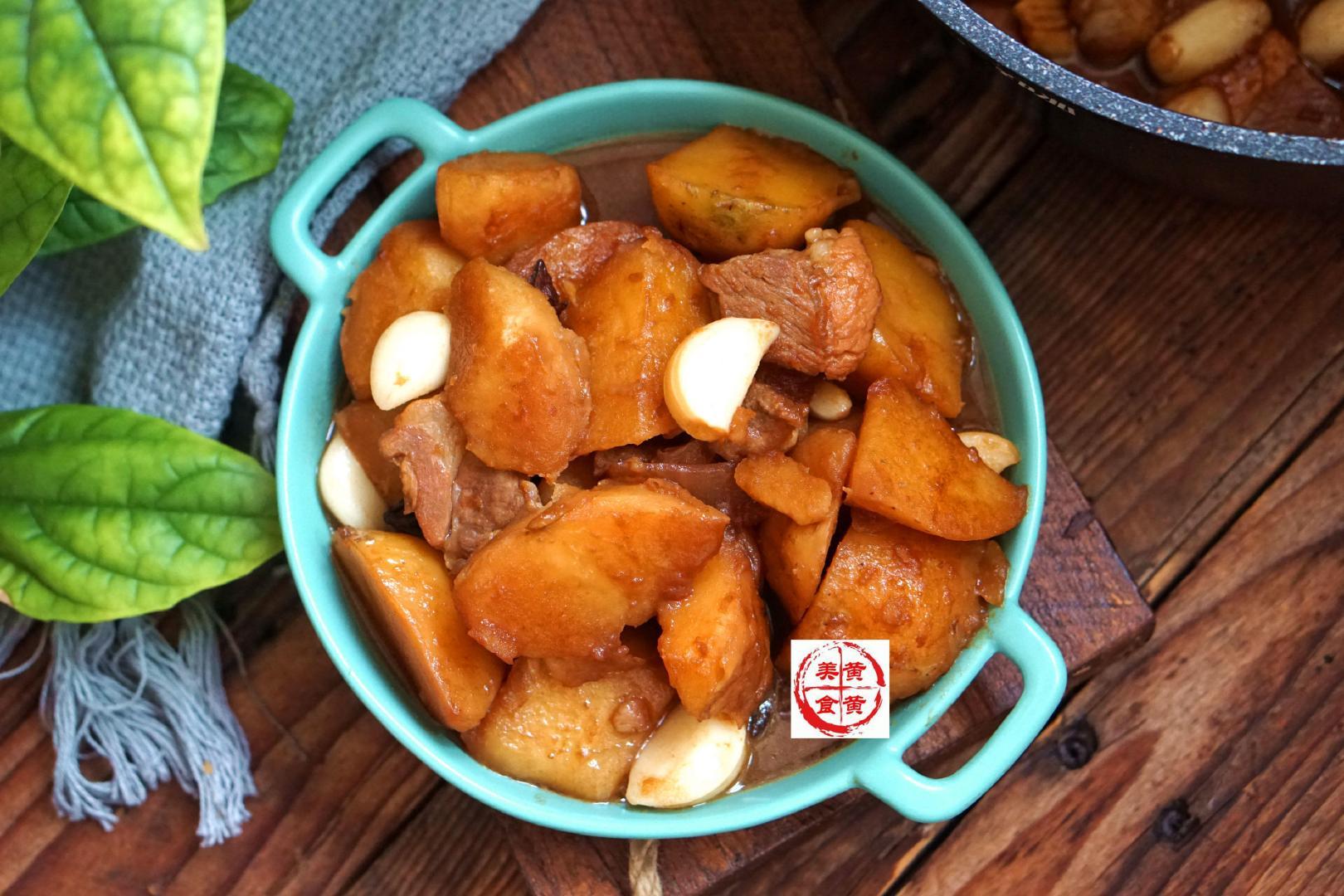 土豆怎么做最好吃?抓上一把它,喷香软糯又入味,一锅都不剩