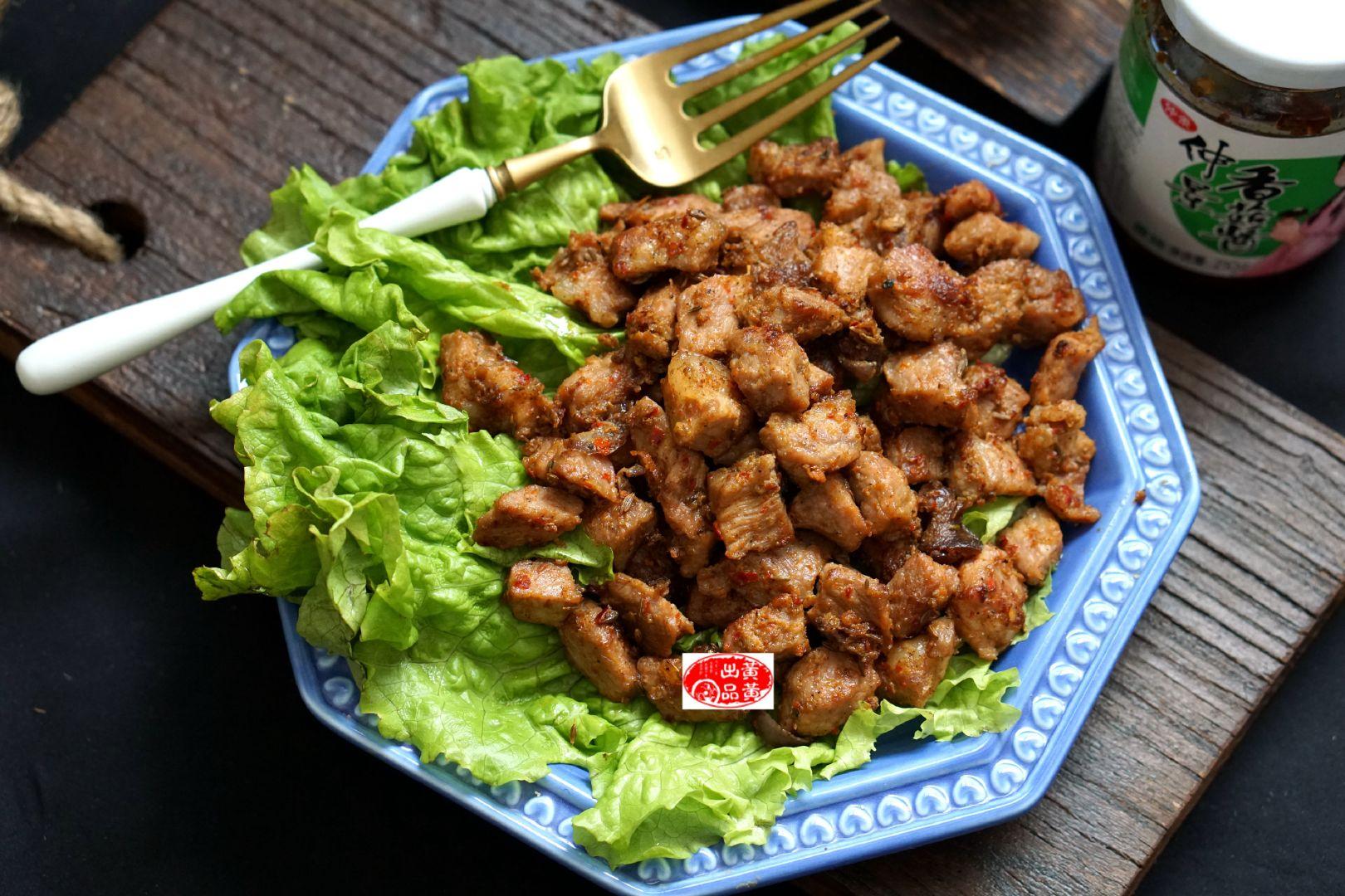 干煸猪肉粒,肉香酱香相得益彰,飘雪季多吃肉肉,才能有抵抗寒冷的力量