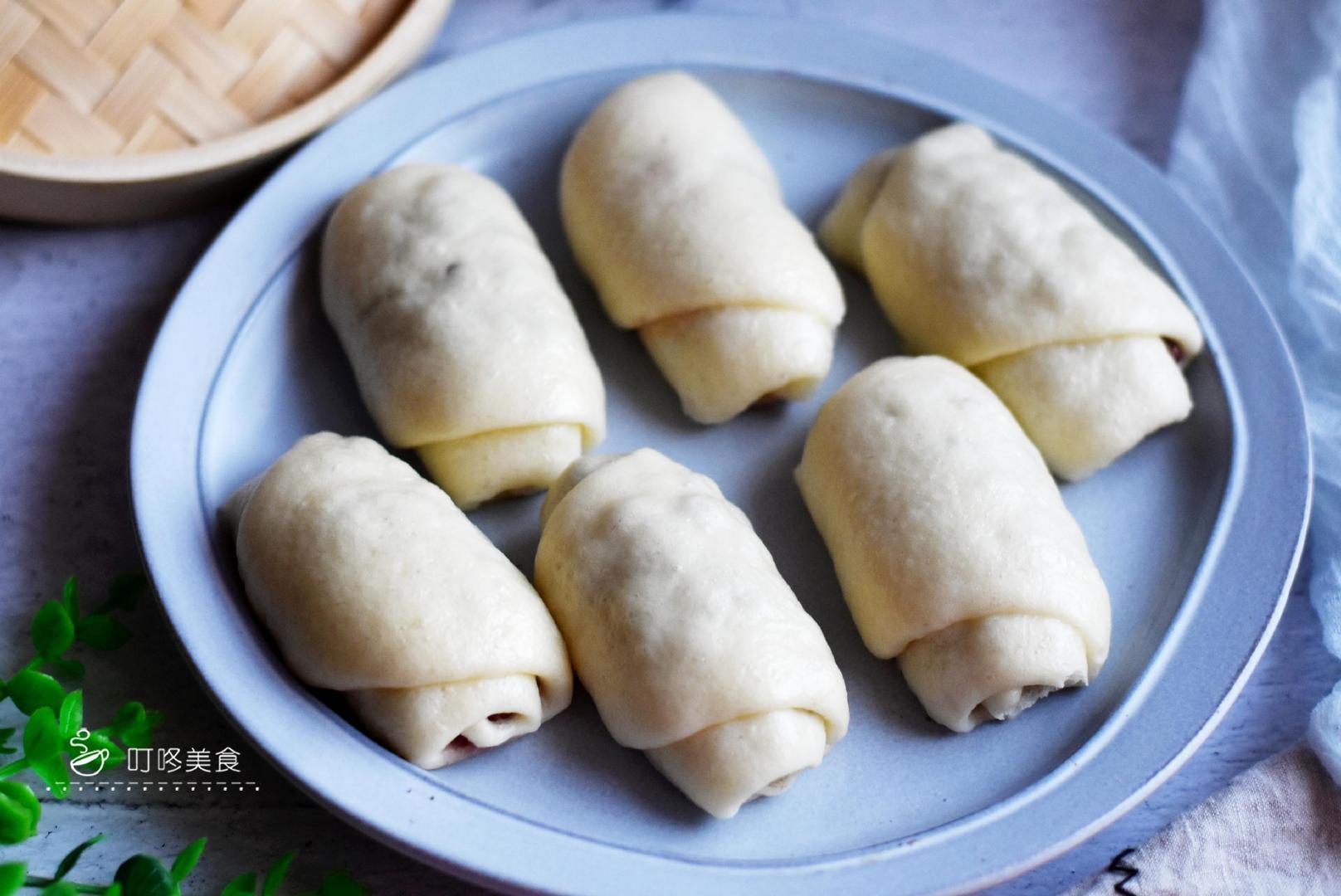 1碗面粉1碗红豆,教你早餐新吃法,只需一卷一蒸,出锅一次吃5个