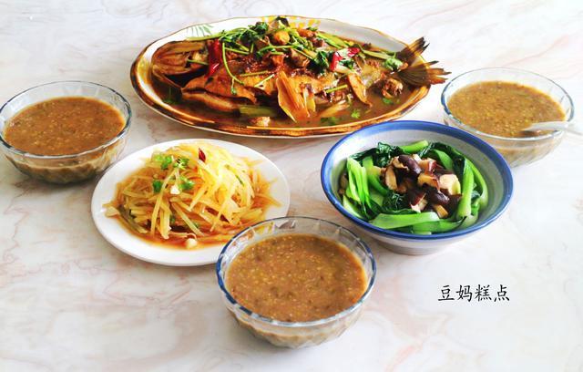 中午做了3个菜,煮了一锅汤,虽然家常,却比在外面吃着舒服