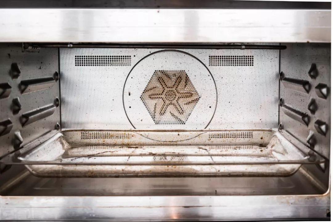 如何有效去除烤箱里的顽固污渍?