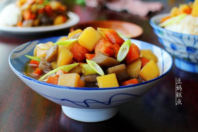 土豆胡萝卜炖莲藕:绝对不比您加肉炖的味道差