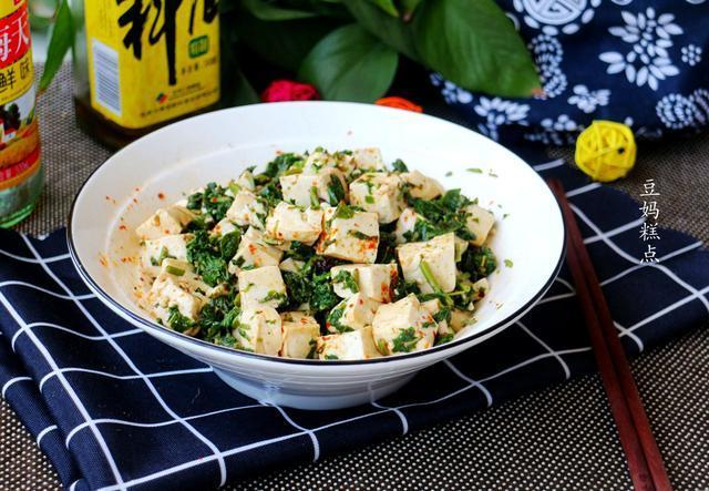 香椿拌豆腐:营养丰富,解毒清热