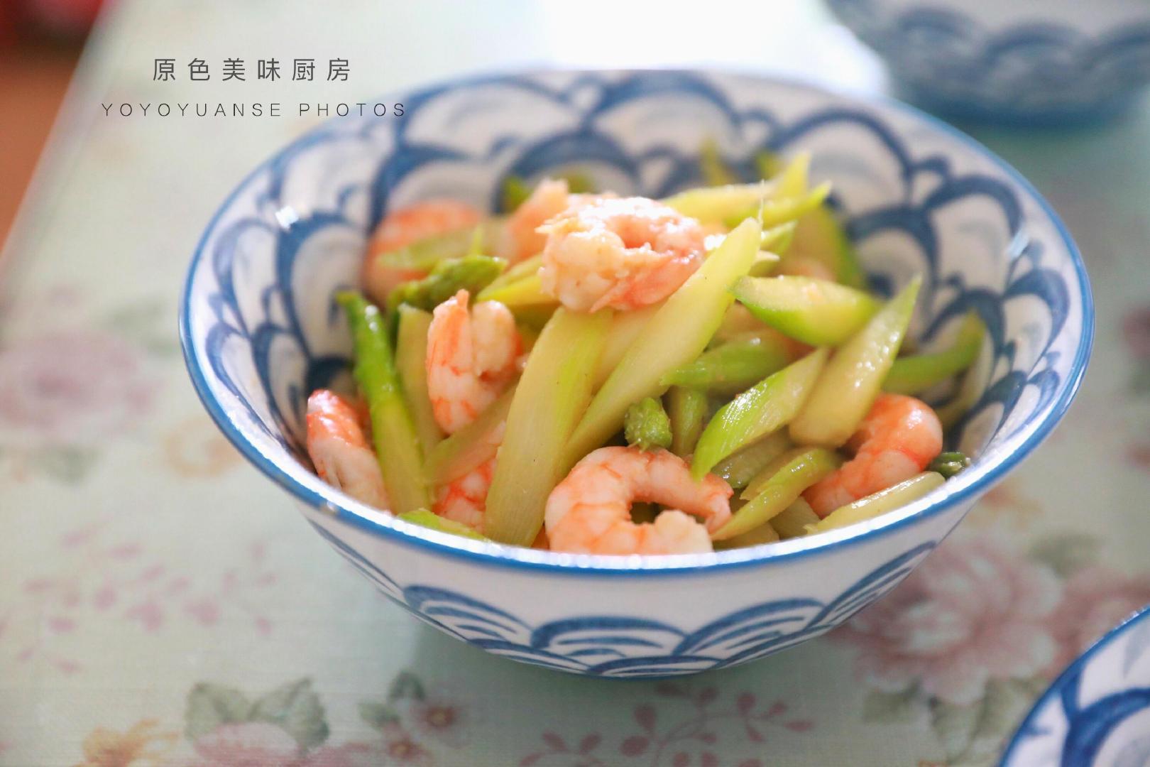 它被称为蔬菜之王,这么简单一炒鲜香滑嫩,吃一次就忘不了
