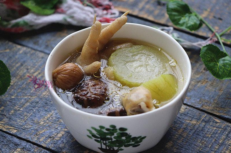 节瓜香菇鸡爪汤