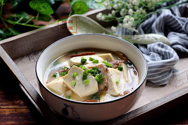 这样煮的豆腐全家人都爱吃,香浓的汤汁,营养的配搭,冬天吃正好
