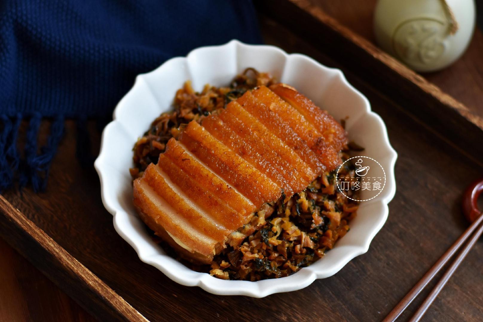 梅干扣肉的正确做法,这么做肥而不腻,颜值高,春节宴客撑足场面