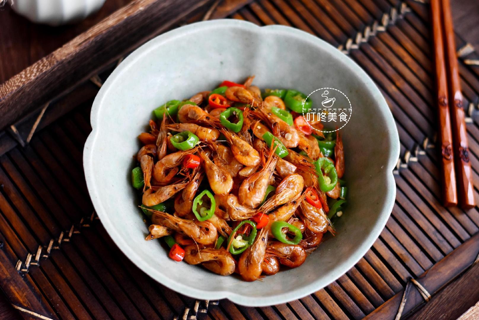 河虾最好吃的做法,简单一炒香死了,学会这做法,三斤都不够吃!